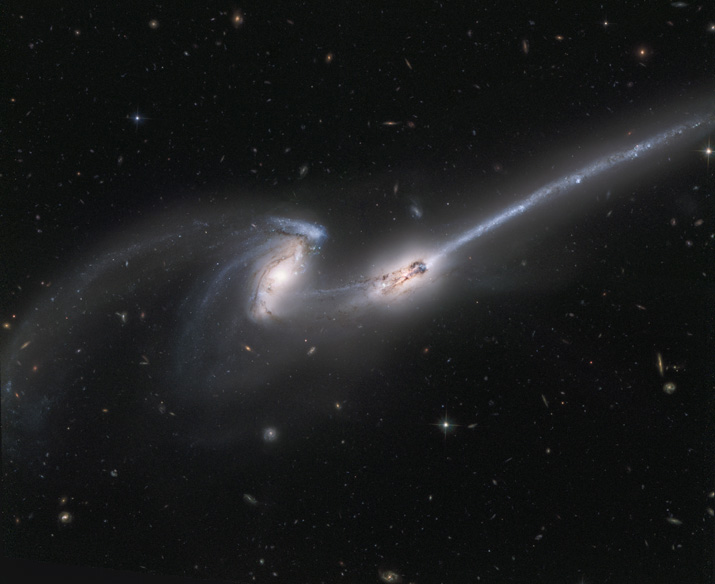 NGC4676 - The Mice Galaxies - Hubble Legacy Archive